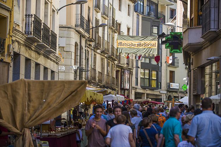 barbastro-turismo-festero-cuna-y-corona-760x507