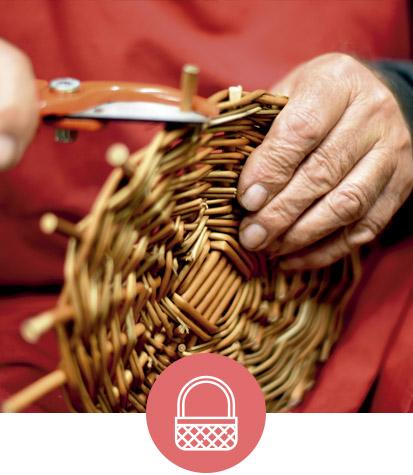 imagen-Comercio-manos-con-icono-413x475